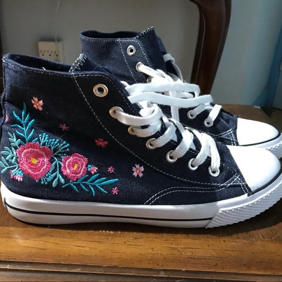 Airwalk Sneakers like Converse shoes 90's style